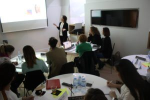 La Dra. Viyuela en su exposición sobre Terminación de Casos con Invisalign